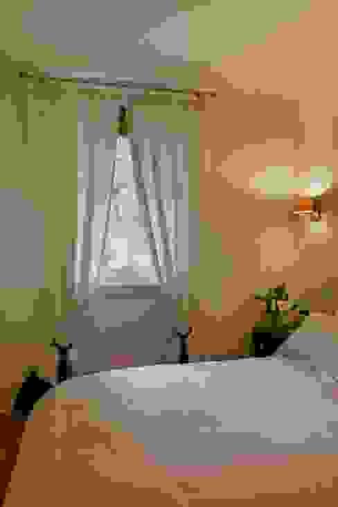 Bedroom Camera da letto moderna di gdp interiors Moderno