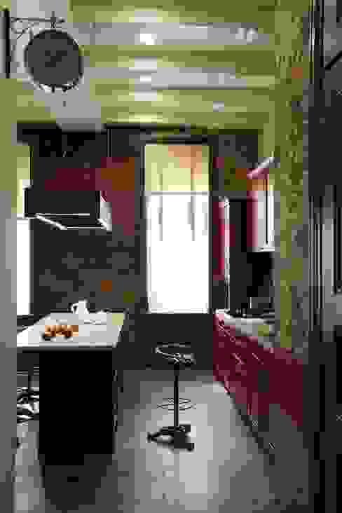 Подмосковный загородный дом для отдыха большой семьи и приема гостей  : Кухни в . Автор – AlenaPolyakova.com,