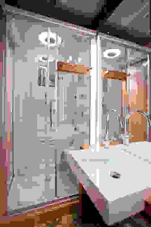 Casas de banho clássicas por Javier Zamorano Cruz Clássico