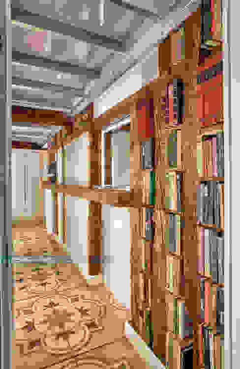 Hành lang, sảnh & cầu thang phong cách kinh điển bởi Javier Zamorano Cruz Kinh điển
