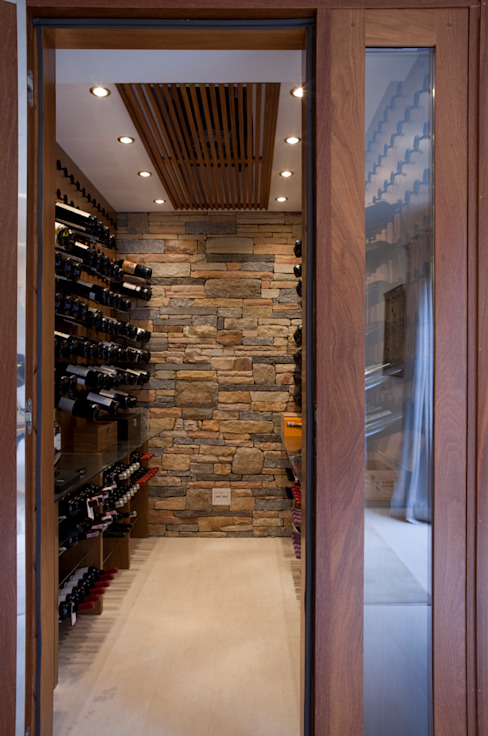 Wine cellar by Deborah Roig, Modern