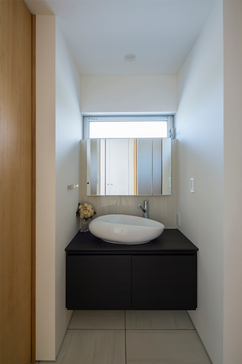Bathroom by H建築スタジオ,