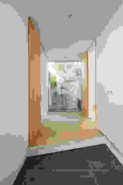玄関 モダンなホテル の H建築スタジオ モダン