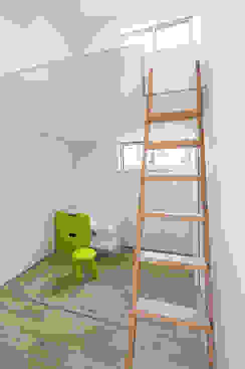 子供室 の H建築スタジオ モダン