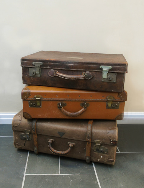 Vintage Leather Luggage homify HouseholdAccessories & decoration