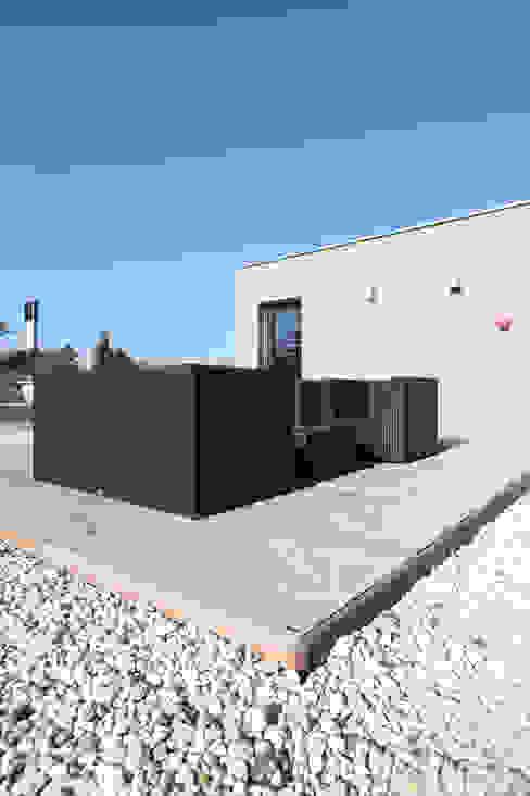 Modern Terrace by Neugebauer Architekten BDA Modern