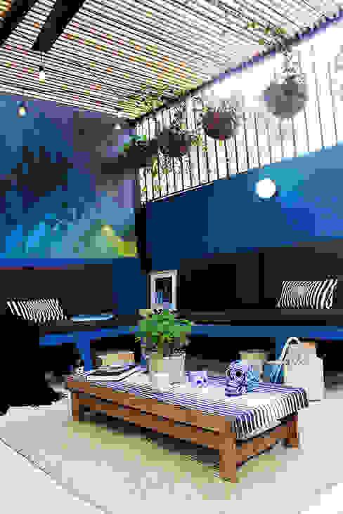 Modern Balkon, Veranda & Teras NINA SAND Modern