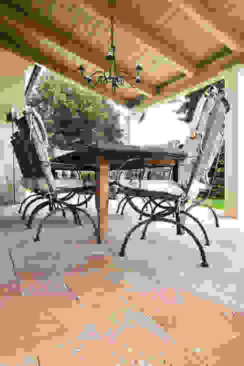 Terrassenboden und Blockstufen aus Travertin Sivas Goldgelb Alpha Stone Natursteine Klassischer Balkon, Veranda & Terrasse
