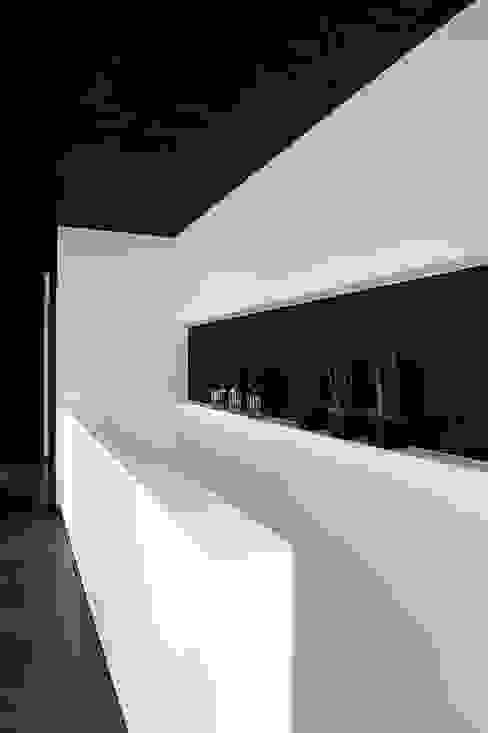 Ökologisches Massivholzhaus Moderner Flur, Diele & Treppenhaus von massive passive Modern
