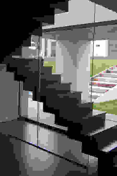 Vivienda en Castiello Pasillos, vestíbulos y escaleras de estilo moderno de Eva Fonseca estudio de arquitectura Moderno