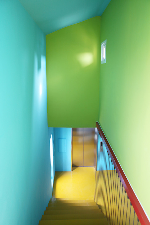 Scandinavian corridor, hallway & stairs by designband YOAP Scandinavian