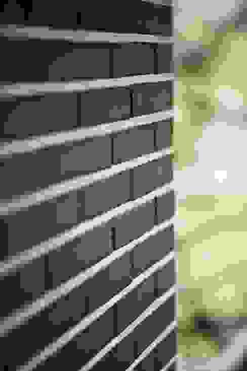 Ziegel im Nadelstreifenlook Moderne Häuser von .rott .schirmer .partner Modern