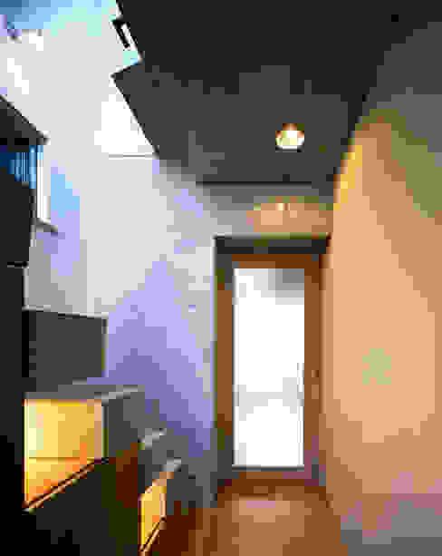 西島正樹/プライム一級建築士事務所 Eclectic style corridor, hallway & stairs
