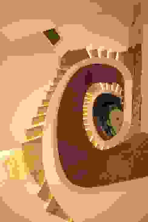 Modern corridor, hallway & stairs by DerganÇARPAR Mimarlık Modern