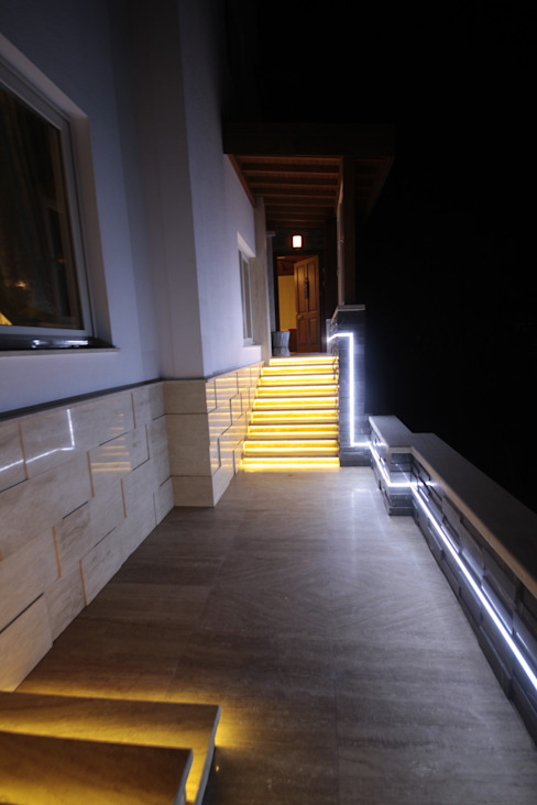 الممر الحديث، المدخل و الدرج من DerganÇARPAR Mimarlık حداثي