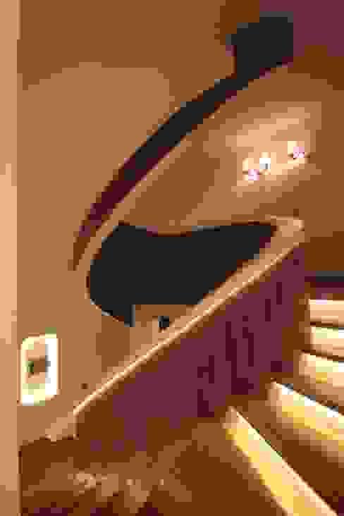 AHMET ASLI İLHAN EVİ Modern Koridor, Hol & Merdivenler DerganÇARPAR Mimarlık Modern