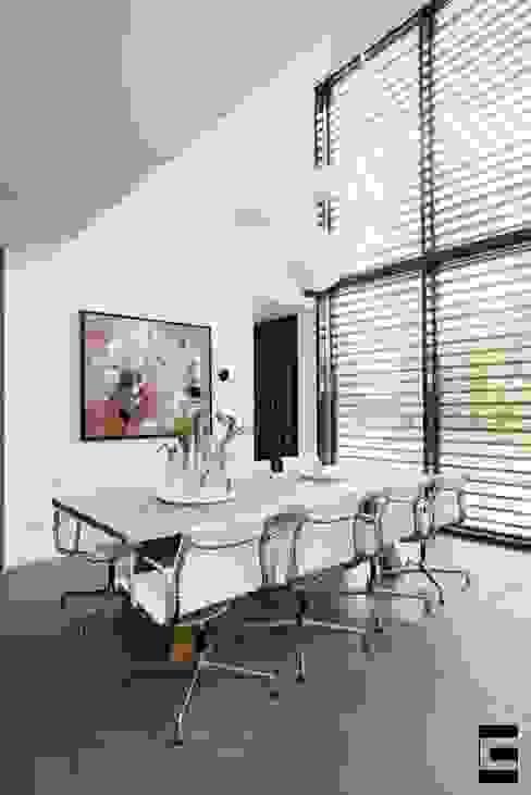 Woonhuis 47044 Moderne eetkamers van Geert van den Oetelaar Architect Modern
