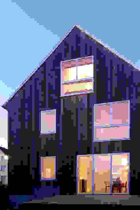 Wohnhaus mit Büro FFM-ARCHITEKTEN. Tovar + Tovar PartGmbB Moderne Häuser