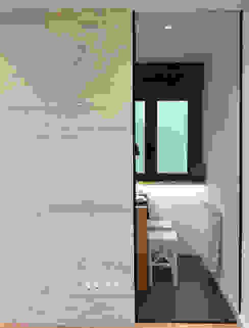 Tabique madera pino y cristal Comedores de estilo moderno de davidMUSER building & design Moderno