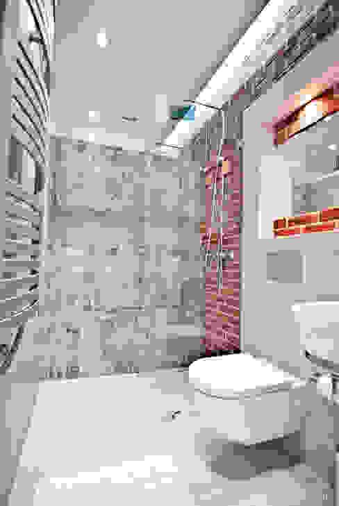 """Mieszkanie """"D"""" PRACOWNIA PROJEKTOWA JAGANNA Minimalistyczna łazienka"""