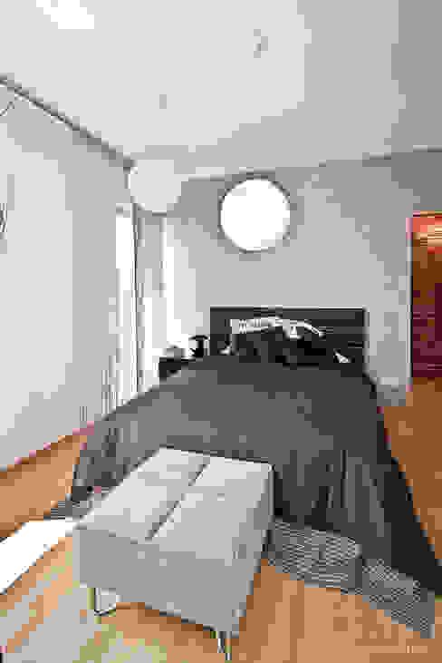 """Mieszkanie """"D"""" PRACOWNIA PROJEKTOWA JAGANNA Minimalistyczna sypialnia"""