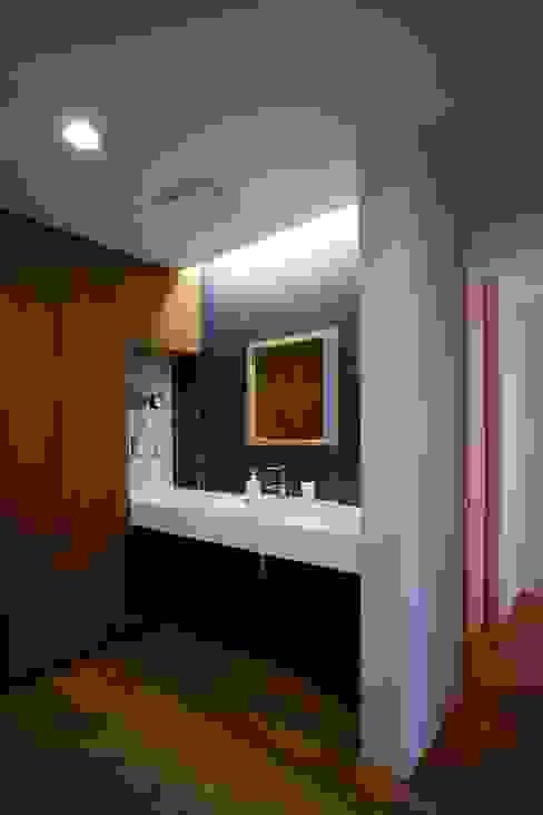 Baños modernos de Y.Architectural Design Moderno