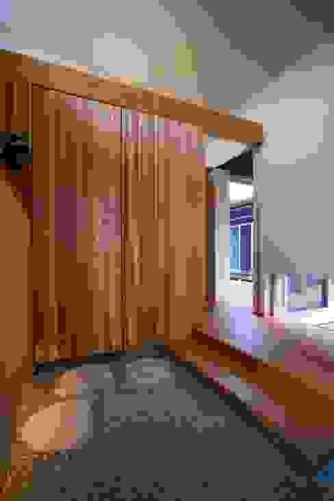 Puertas y ventanas modernas de Y.Architectural Design Moderno