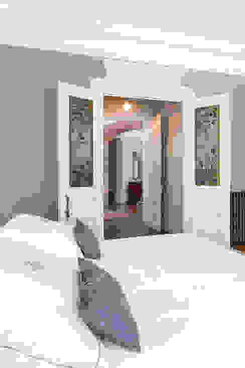 Visite privée d'un appartement haussmannien Chambre classique par Sandrine RIVIERE Photographie Classique