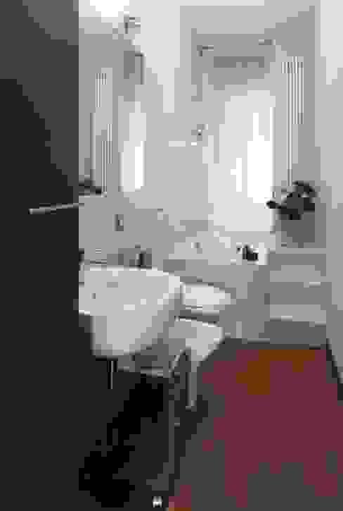 Projekty,  Łazienka zaprojektowane przez gk architetti  (Carlo Andrea Gorelli+Keiko Kondo), Nowoczesny