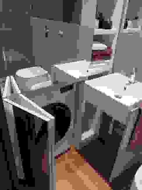 Particolare mobile lavatrice Bagno moderno di gk architetti (Carlo Andrea Gorelli+Keiko Kondo) Moderno
