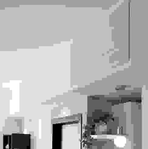 Particolare Alasplit Soggiorno moderno di gk architetti (Carlo Andrea Gorelli+Keiko Kondo) Moderno
