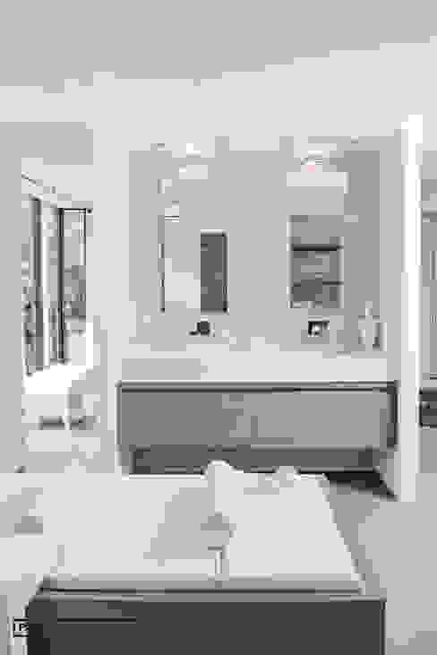 Badkamer:  Badkamer door Piet-Jan van den Kommer,