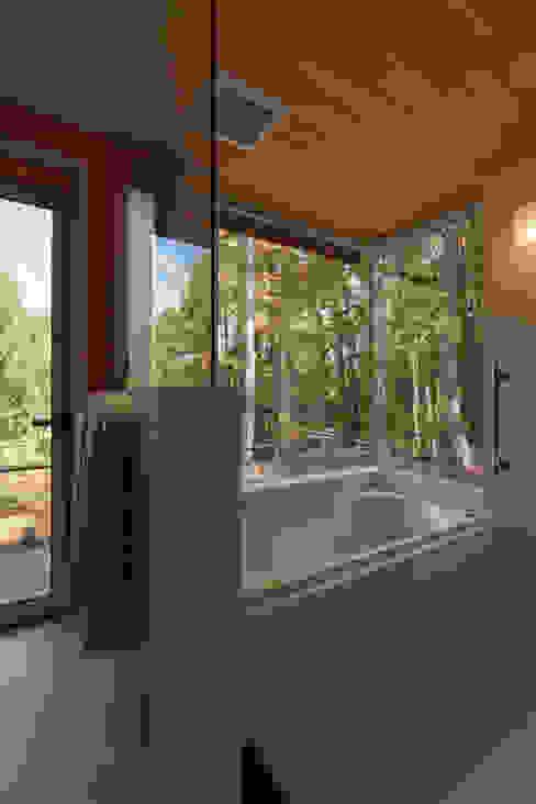浴室: 設計工房 悠が手掛けた浴室です。,モダン