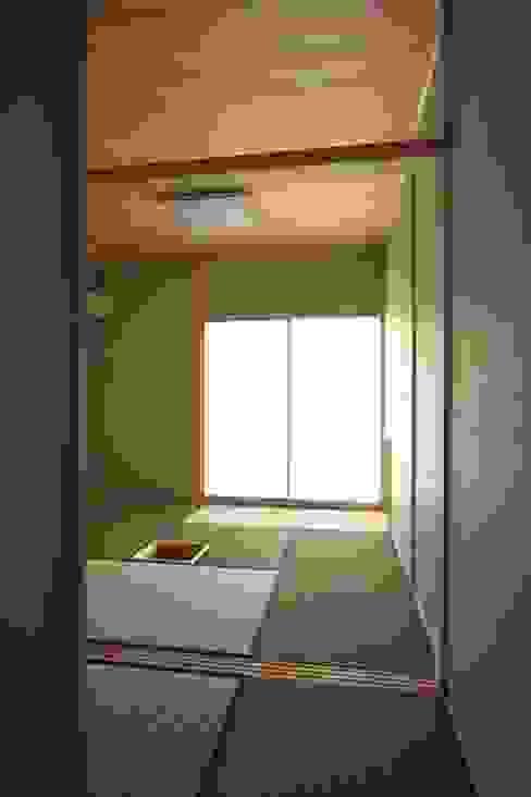 お茶室 中川龍吾建築設計事務所 クラシックデザインの 多目的室