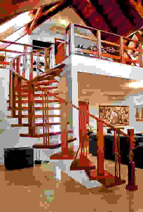 Rustieke gangen, hallen & trappenhuizen van ArchDesign STUDIO Rustiek & Brocante