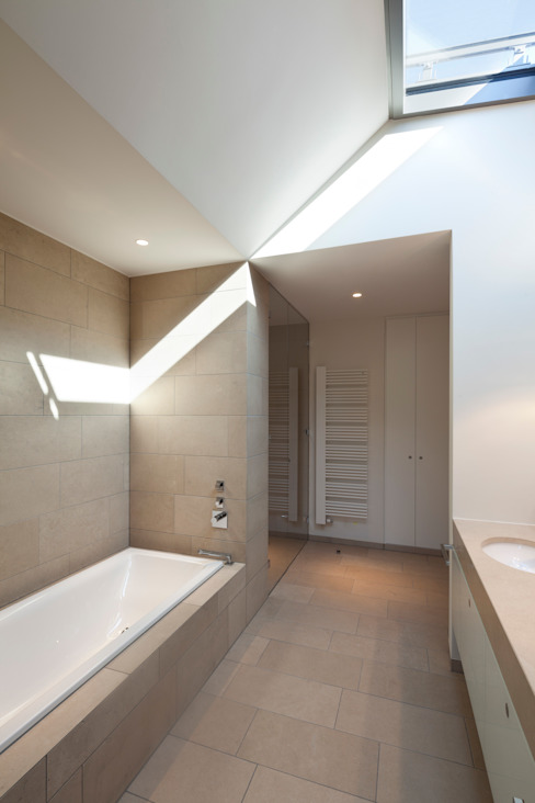 Moderne badkamers van ARCHITEKTEN BRÜNING REIN Modern