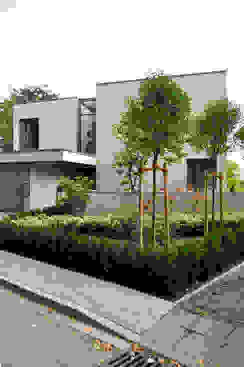 Blick auf den Eingang Moderne Häuser von ARCHITEKTEN BRÜNING REIN Modern