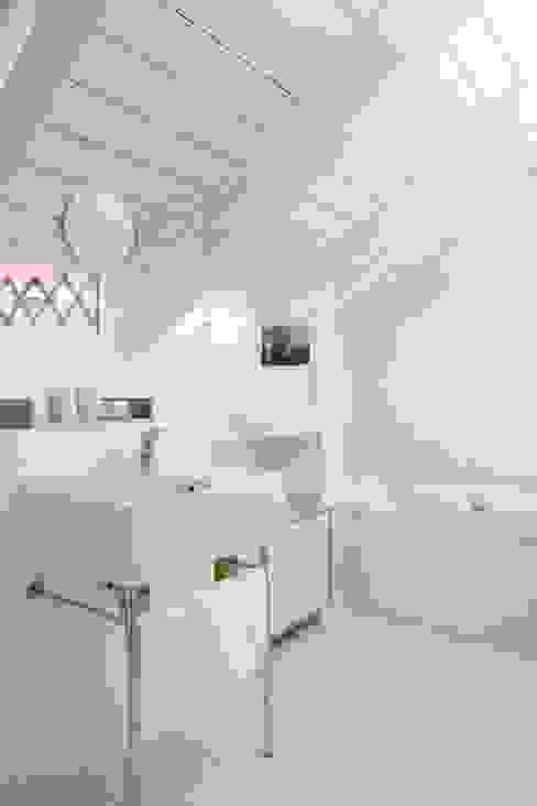 Bohn Architekten GbR Scandinavian style bathroom