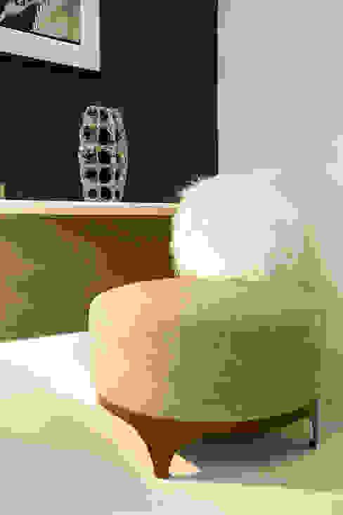 Round chair di Studio9 di art5 Moderno