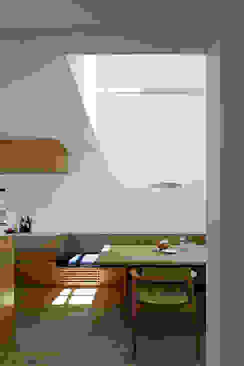 Modern dining room by 佐々木達郎建築設計事務所 Modern