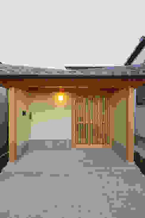Maisons de style  par 五藤久佳デザインオフィス有限会社,