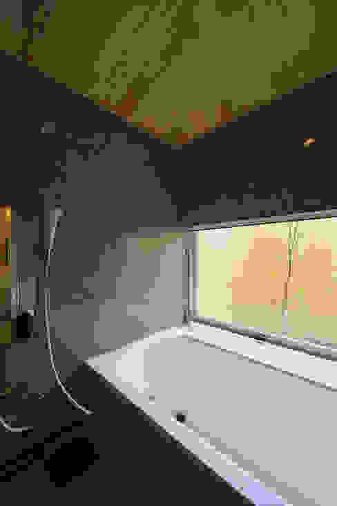 Salle de bains de style  par 五藤久佳デザインオフィス有限会社,