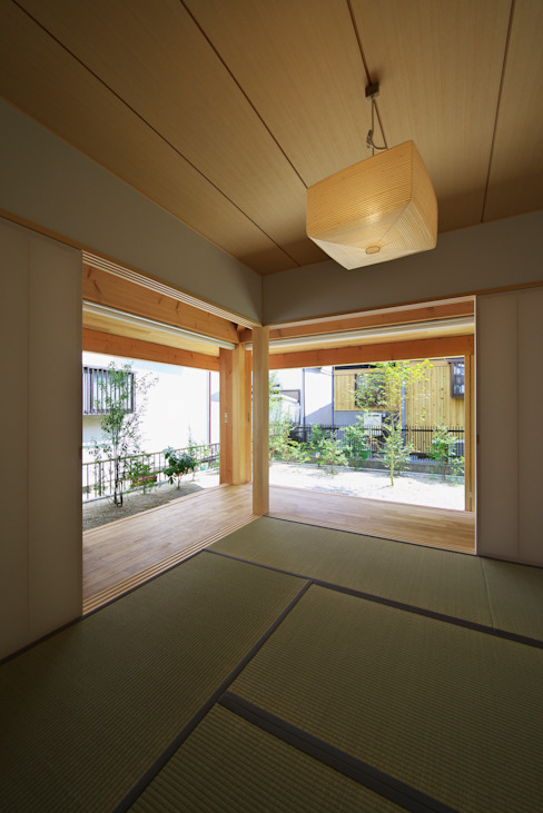 Media room by 五藤久佳デザインオフィス有限会社,