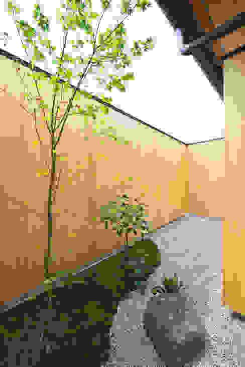Jardin de style  par 五藤久佳デザインオフィス有限会社,