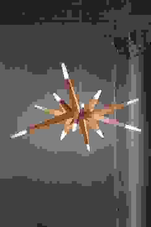 Die Flashwood-LED - ein Lichtheld mit Ecken und Kanten: modern  von Schnebe,Modern
