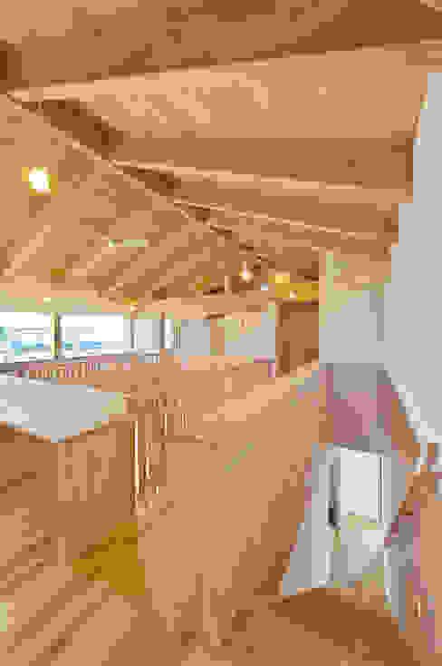 五藤久佳デザインオフィス有限会社 สไตล์ผสมผสาน ทางเดินห้องโถงและบันได