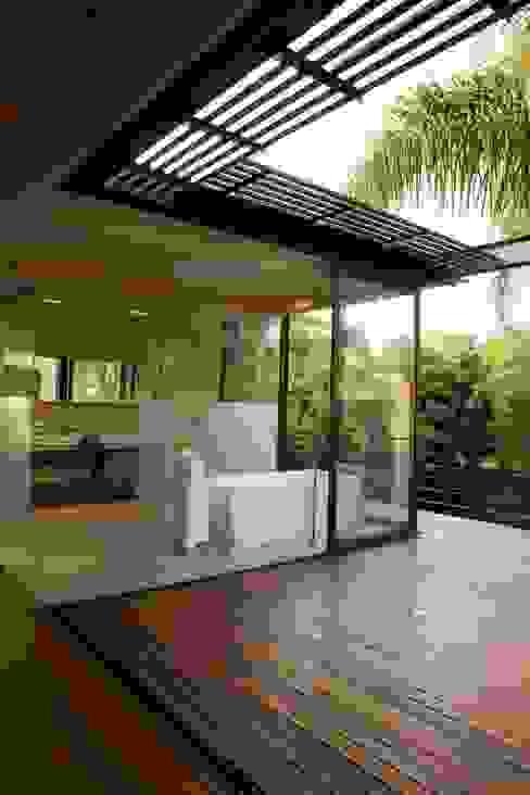 Bathroom by Nico Van Der Meulen Architects , Modern