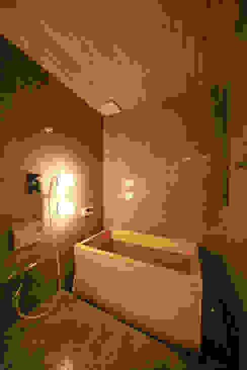 寺東の家: 五藤久佳デザインオフィス有限会社が手掛けた浴室です。,オリジナル