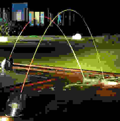 Laminar Jumping Water Jets 모던스타일 정원 by Water Garden Ltd 모던