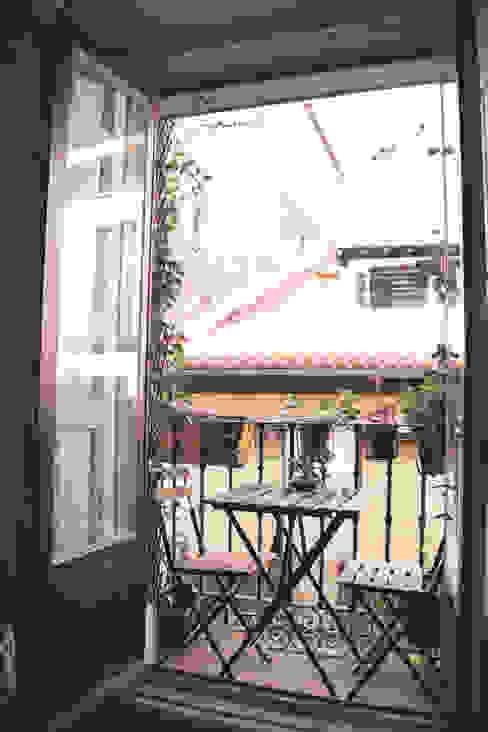 CARLA GARCÍA Balcone, Veranda & Terrazza in stile mediterraneo